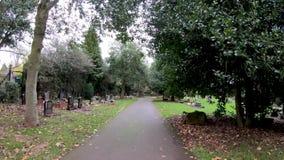 Hyperlapse вокруг кладбища дороги Лондона на день осени сток-видео