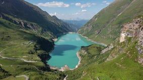 Hyperlapse озера Wasserfallboden на Kaprun Mooserboden Stausee, Австрии акции видеоматериалы