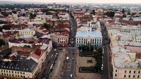 Hyperlapse aéreo de Chernivtsi, Ucrania Ayuntamiento Chernivtsi metrajes