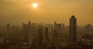 Hyperlapse av det Jakarta centret på skymningtid arkivfilmer