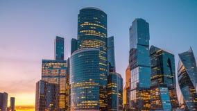 HyperLapse av skyskrapor f?r mitt f?r Moskvastadsaff?r stock video