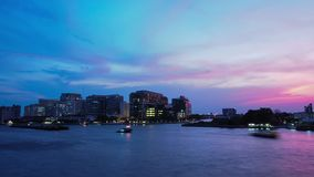Hyperlapse, crépuscule dramatique de paysage urbain, Bangkok THAÏLANDE banque de vidéos