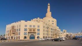 Hyperlapse cultural islâmico do timelapse do centro de Catar em Doha, Catar, Médio Oriente video estoque