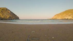 Hyperlapse da praia de Zorkos na ilha de Andros em Grécia Timelapse da praia de Zorkos na ilha de Andros em Grécia Movimento rápi filme