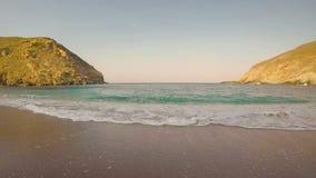 Hyperlapse da praia de Zorkos na ilha de Andros em Grécia Timelapse da praia de Zorkos na ilha de Andros em Grécia Movimento rápi video estoque