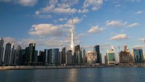Hyperlapse de time lapse urbano UAE de Dubai Enfoque hacia fuera metrajes
