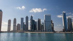 Hyperlapse de time lapse urbano UAE de Dubai Enfoque hacia fuera almacen de video