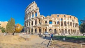 Hyperlapse del timelapse del Colosseo o di Colosseum, anche conosciuto come Flavian Amphitheatre a Roma, l'Italia archivi video