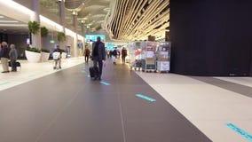 Hyperlapse di tappeto mobile dell'aeroporto di Costantinopoli archivi video