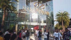 Hyperlapse dos povos que andam e que compram em Siam Paragon Mall filme