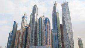 Hyperlapse Dubais Marina Towers Pan oben stock video footage