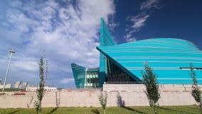 Hyperlapse för Kasakhstan central konserthalltimelapse som är unik i dess arkitektoniska design, den största konserten av lager videofilmer