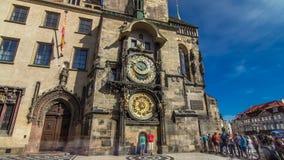 Hyperlapse för Prague astronomisk klockatimelapse i den gamla stadfyrkanten, Prague, Tjeckien lager videofilmer