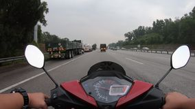 Hyperlapse que monta una motocicleta metrajes