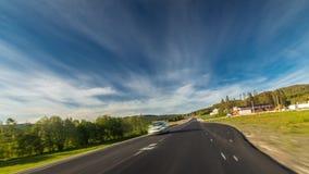 Hyperlapse van kronkelige weg in Noorwegen Leksvik 4k de lengte van de tijdtijdspanne stock footage