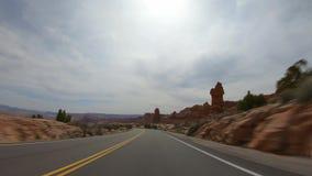 Hyperlapseaandrijving door Bogen Nationaal Park in Utah stock videobeelden