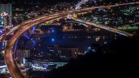 Hyperlapseantenne van wegbrug met bezig verkeer in de stad van nigthtaipeh stock footage