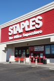 Hypermarché de bureau de Staples Photo stock