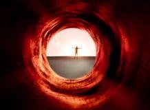 Hypnotic tunnel en mens op de zonlichtachtergrond Stock Afbeelding