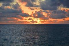 Hypnotisera sikt av soluppgång Arkivbild