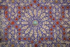 Hypnotisera som är marockanskt,/arabiskadesigner i lera Arkivbilder