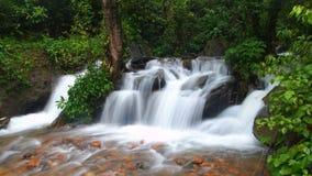 Hypnotisierender Wasserfall Lizenzfreies Stockfoto