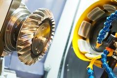 Hypoid spiralt arbete för kugghjulmalningmaskin Mala maskin för CNC i metallarbetebransch arkivbilder