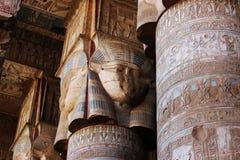 Hypostyle zaal van de tempel van Hathor in Dendera stock fotografie