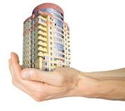 Hypothek. Hand mit Haus Lizenzfreies Stockfoto