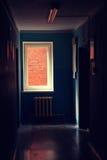 Hypothekarisch belastetes Ziegelsteinfenster Stockfotos