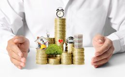 Hypothekenkonzept durch Geldhaus von den Münzen Stockbild