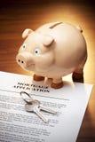 Hypothekenkredit-Piggy Querneigung-Tasten Lizenzfreie Stockbilder