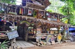 Hyppie stylowy drewniany bar przy Tonsai wioską między Ao Nang i Railay Obrazy Stock