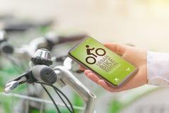 Hyra cykeln från den stads- cykeln som delar stationen Fotografering för Bildbyråer