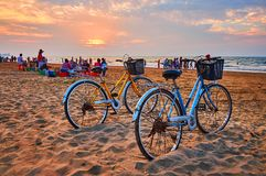 Hyra en cirkulering på stranden, Chaung Tha, Myanmar royaltyfri fotografi