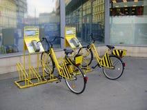 Hyra en cykel Royaltyfria Foton