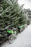 Hyra en cykelsystemtranspostation i Frankrike Arkivfoto
