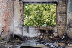 Hyra rum lägenheten efter en brand som uppstod i sommaren på 4na royaltyfri foto