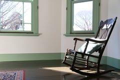Hyra rum med stolen som ljuset av solen tänder upp Royaltyfria Bilder