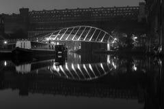 Hyrafartyg på natten i manchester Royaltyfri Fotografi