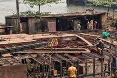 Hyttkonstruktion på skeppreparationen shoppar, Arabian Sea arkivfoto