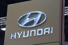 Hyundai-autoembleem bij motorshow stock afbeeldingen