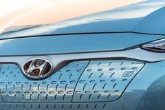 Hyundai Kona elkraft - främre bilsikt med bokstav e som betyder e-rörlighet royaltyfria foton
