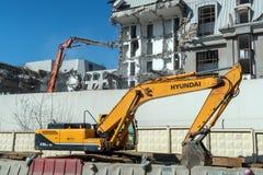 Hyundai Robex 330 lc 95 Kruippakjegraafwerktuig op een bouwwerf stock afbeeldingen