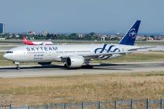 HZ-AKA Saudi Arabian Airlines, Boeing 777-268ER SKYTEAM Royaltyfri Fotografi