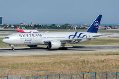 HZ-AKA Saudi Arabian Airlines, Boeing 777-268ER SKYTEAM Royalty Free Stock Photography