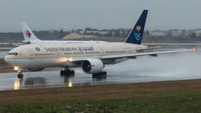 HZ-AKB Saudi Arabian Airlines, Boeing 777-268 (ER) Foto de archivo libre de regalías