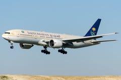 HZ-AKH Saudi Arabian Airlines, Boeing 777-268 Fotos de Stock Royalty Free