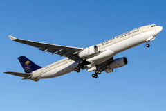 HZ-AQ11沙乌地阿拉伯航空,空中客车A330-300 免版税库存图片