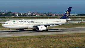 HZ-AQ23 Saudi Arabian Airlines, Airbus A330 - 300 Imagem de Stock